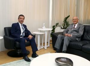 Dışişleri Bakanı Tahsin Ertuğruloğlu, Emekli Büyükelçi Ertuğrul Kumcuoğlu'nu makamında kabul etti