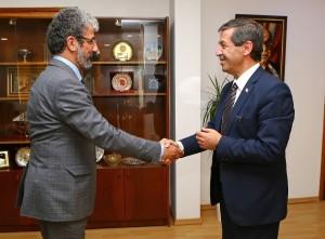Dışişleri Bakanı Tahsin Ertuğruloğlu,Kıbrıs Amerikan Üniversitesi Siyasi Bilimler dekanı Ulvi Keser ve öğrencileri kabul etti